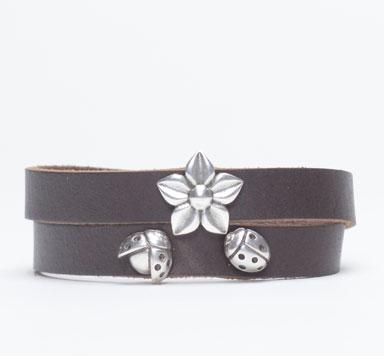 Breite Armbänder mit Blumenmotiven