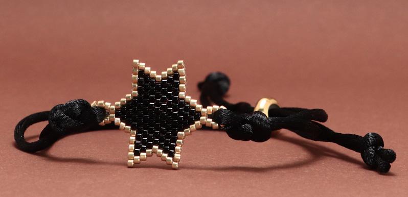 Armband mit handgefädeltem Armbandverbinder Stern aus japanischen Rocailles