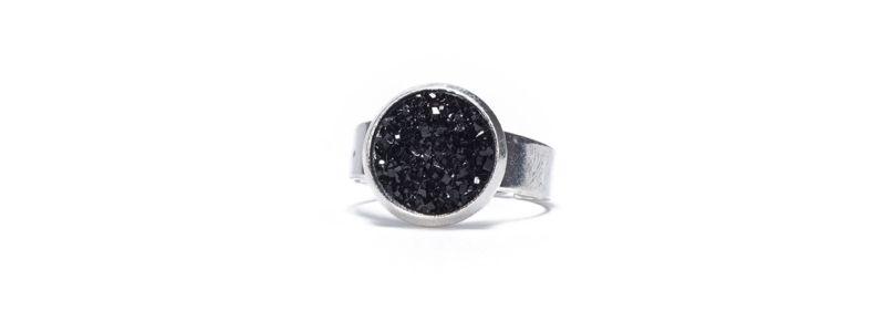 Ring mit Glitzercabochons Black Crystal