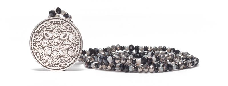 Kette mit großem Metallanhänger Mandala