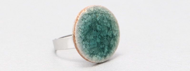 Ring mit Keramikcabochon 20 mm blaugrün