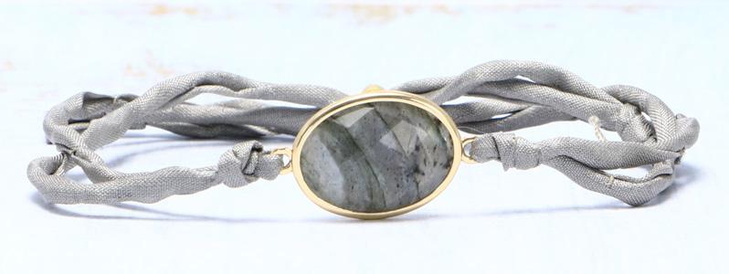 Armband mit Edelsteinarmbandverbinder und Seide hellgrau