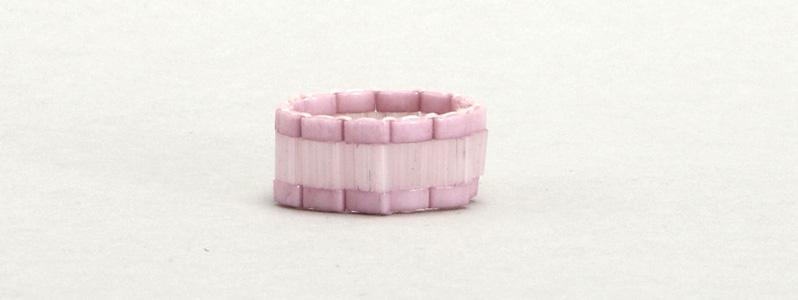 Gefädelter Ring mit Tila und Half-Tila-Perlen Light Pink