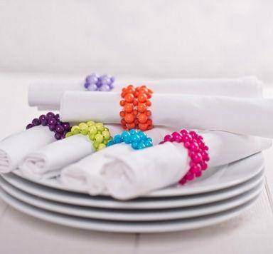 Serviettenringe mit Perlen und Modellierdraht