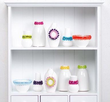Vasen dekorieren mit Perlen und Modellierdraht