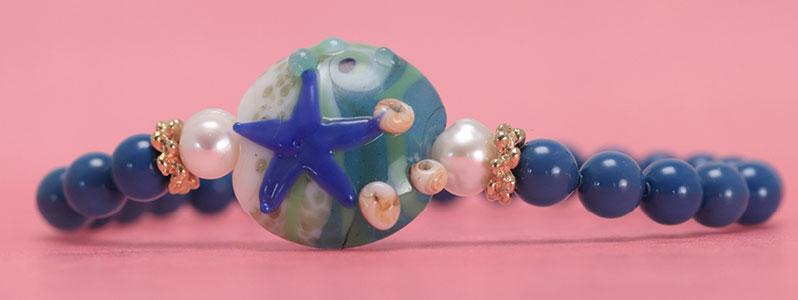 Armband mit Zuchtperlen, Crystal Pearls und Lampworkperle Seestern