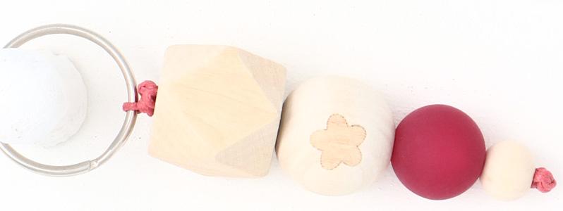 Schlüsselanhänger mit Holzperlen Blume