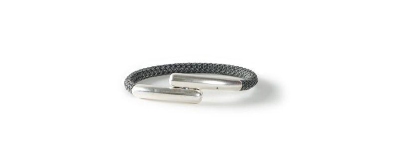 Einfaches Armband mit Segelseil Dunkelgrau