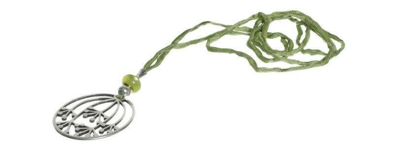 Seidenkette mit Metallanhänger Blume grün