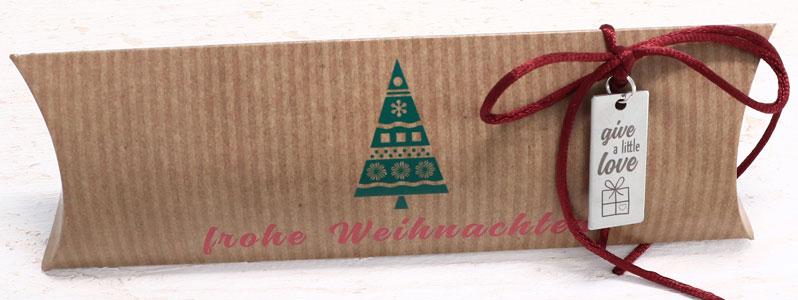 """Weihnachtsverpackung mit Geschenkanhänger """"Give a little Lov"""