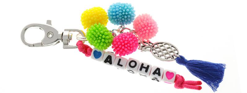 Taschenanhänger mit Buchstabenwürfeln Aloha