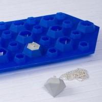 Gießform für Schmuckanhänger in Diamantform,  zwei verschiedene Größen in einer Gießform