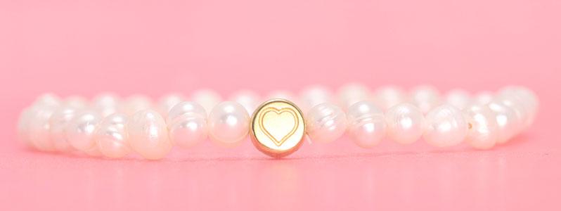 Armband mit Zuchtperlen und Herz
