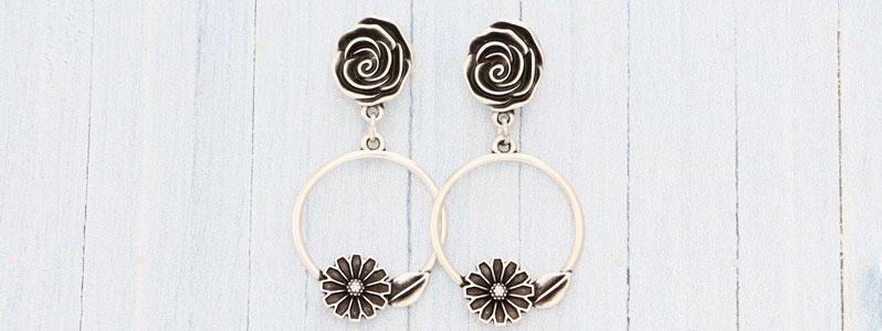Ohrringe mit Blumenanhänger