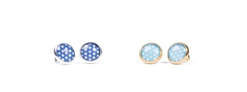Ohrstecker kleine Glascbochons blaue Punkte