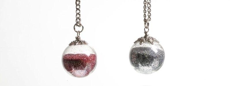 Kette mit Glaskugel und Glitzer Silber