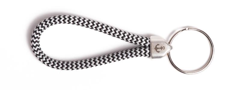 Maritimer Schlüsselanhänger aus Segeltau klein Schwarz-Weiß Gestreift