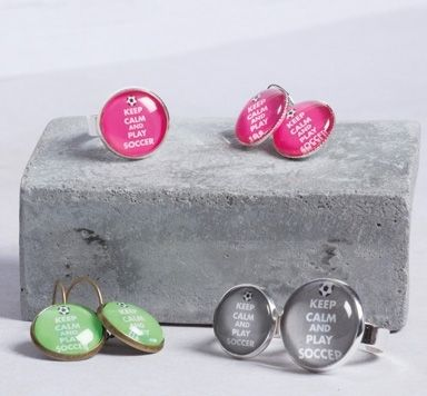 DIY Anleitung für Fußball Ohrringe mit Glascabochons