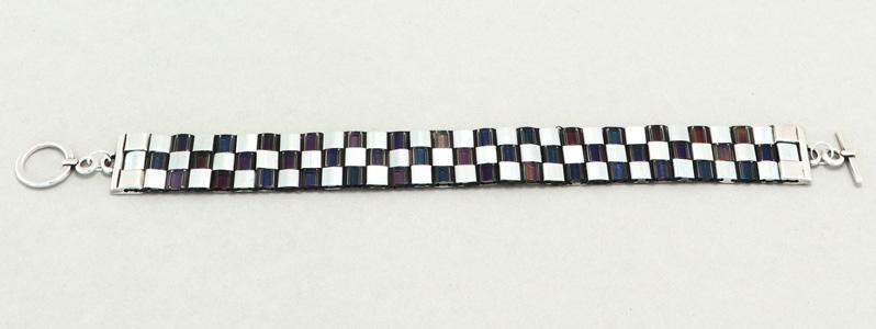 Gefädeltes Armband mit Tila-Perlen Crystal-Helio-Silber