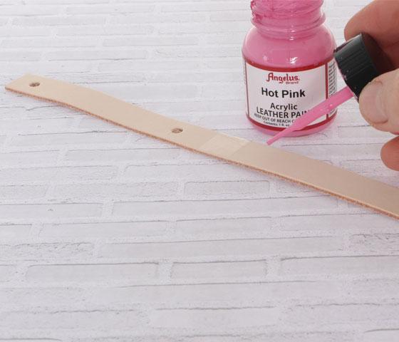 Schlüsselanhänger mit Lederfarbe und Nieten machen Schritt 6