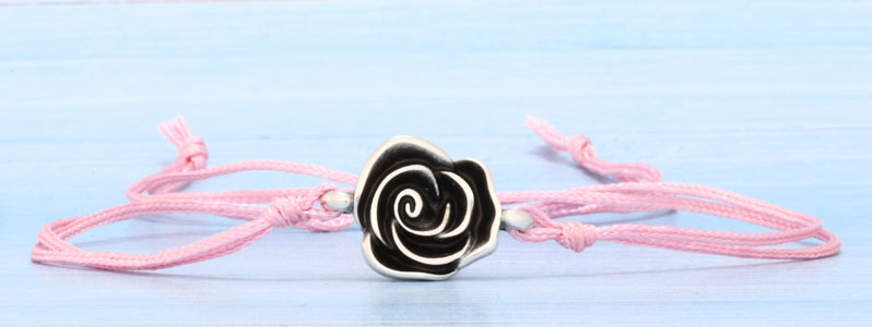 Frühlingsarmband mit Rose und Schiebeverschluss