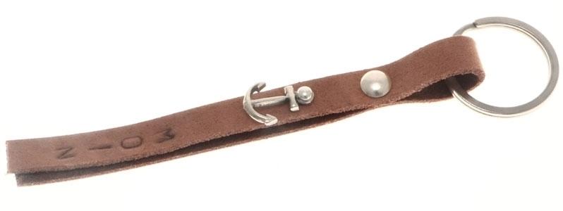 """Schlüsselanhänger mit Schraubniete und geprägtem Leder """"Moin"""