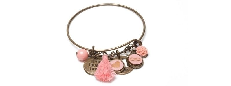 Armreif mit Holzcabochons Charms