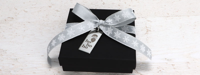 """Geschenkverpackung für Weihnachten mit Edelstahlanhänger """"Ho"""