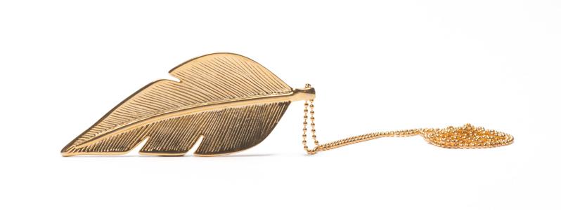 Kette mit großem Metallanhänger goldene Feder