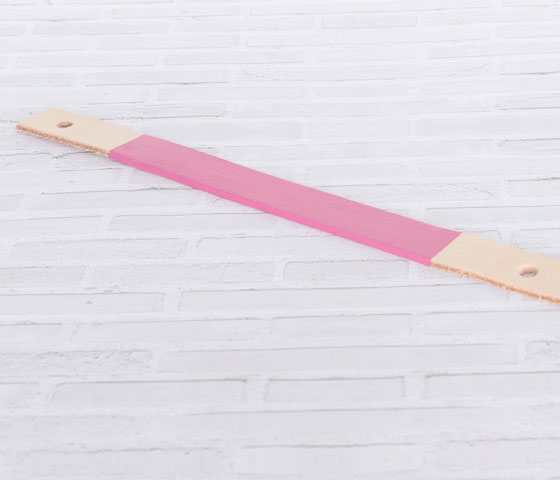 Schlüsselanhänger mit Lederfarbe und Nieten machen Schritt 9