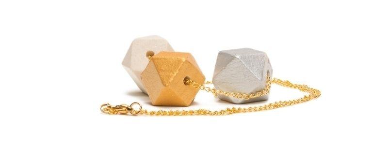 Geometrische Holzperlen-Kette Hexagon Metallic
